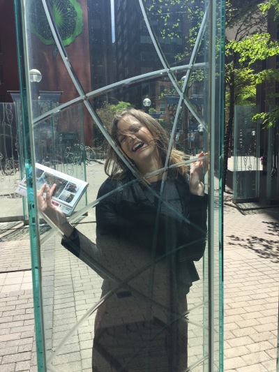 Help me I'm trapped in this glass!
